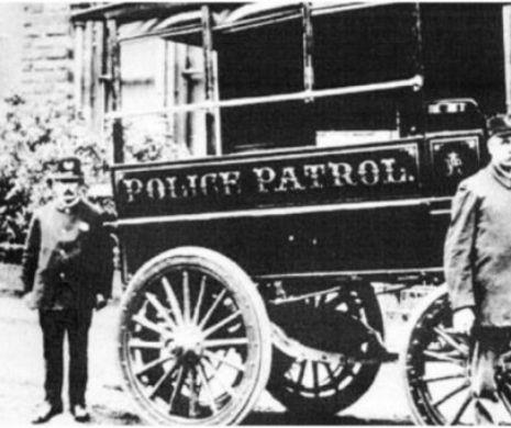 Prima misiune a primei mașini de poliție din lume a fost arestarea unui bețiv