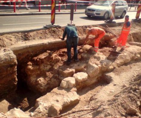 Arheologii din Cluj au scos la iveală prima poartă de intrare în orașul medieval