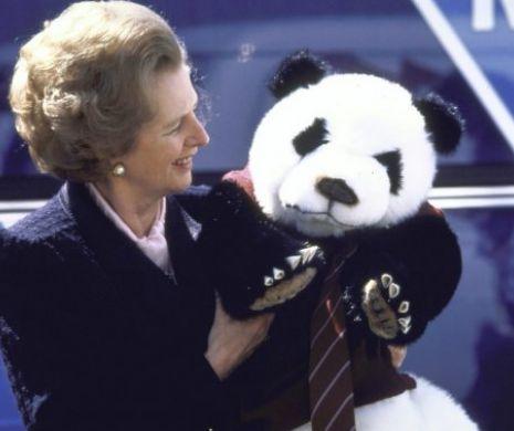 Când Margaret Thacher nu a vrut să ia un urs Panda cu ea în avion