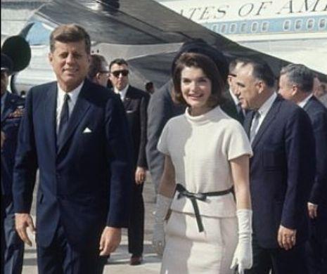 """Kennedy petrecea cu amanta, când Jackie se pregătea să nască. Cartea care """"dă din casa"""" fostului preşedinte al SUA"""