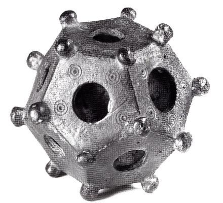 Misterioasele obiecte cu 12 faţete, găsite în pământ. Ce sunt şi la ce foloseau acestea?
