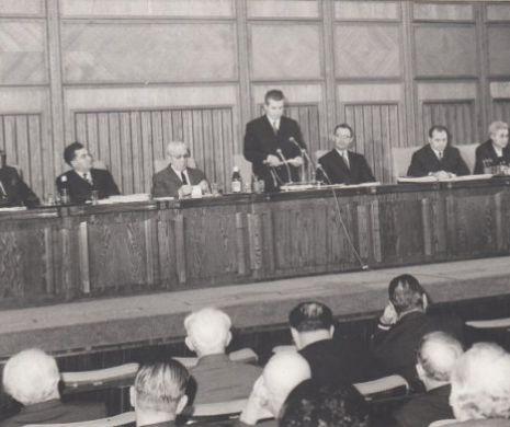 Ceaușescu a cotit-o ideologic și politic la plenara din noiembrie 1971
