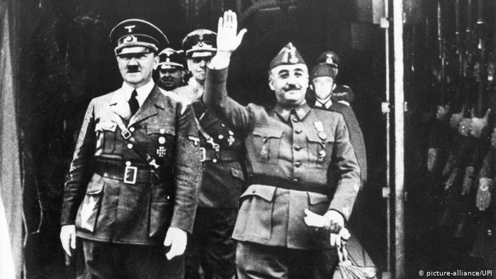 Franco îi duce cu vorba pe Hitler și Mussolini