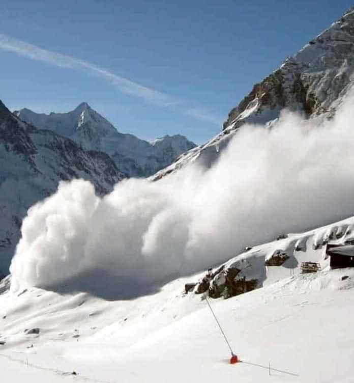 Sute de soldaţi austrieci, ucişi de o avalanşă, în cazarmă