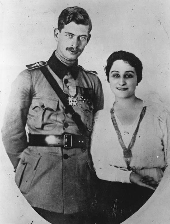 Zizi Lambrino încearcă să-i otrăvească pe Elena Lupescu și pe Carol al II-lea