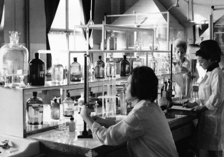 Prima companie farmaceutică din România şi din sud-estul Europei care producea penicilina