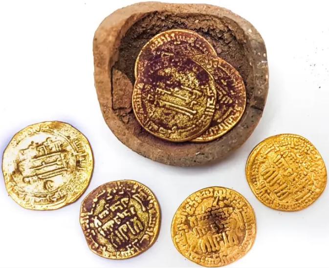 O puşculiţă veche de 1.200 de ani a fost descoperită în Israel. Banii sunt din aur