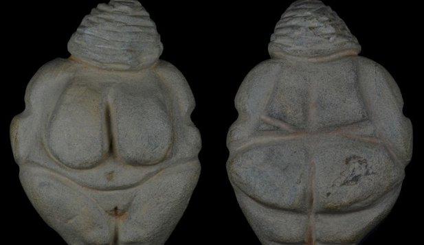 O statuetă veche de 17.000 de ani, tip Venus, descoperită în România
