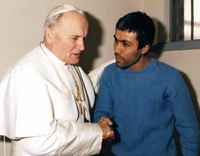 Prietenia neobișnuită dintre Papa Ioan Paul al II-lea și cel care a încercat să îl asasineze