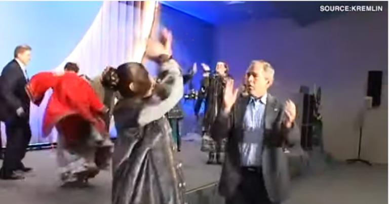 Kremlinul prezintă filmări de arhivă, cu fostul preşedinte american George W. Bush dansând cu Putin, în 2008
