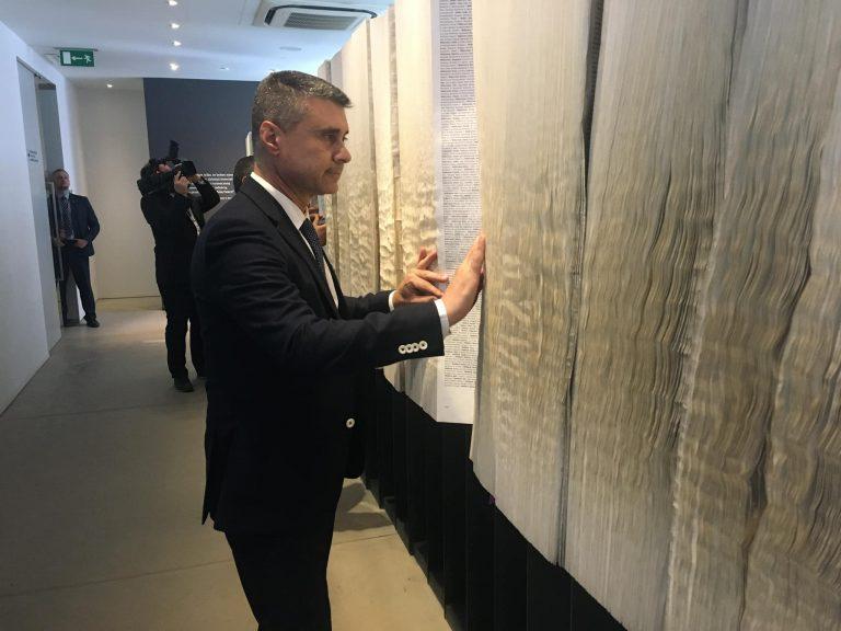 Cum  şi-a descoperit ambasadorul Israelului în România rude ucise în lagărul de la Auschwitz-Birkenau