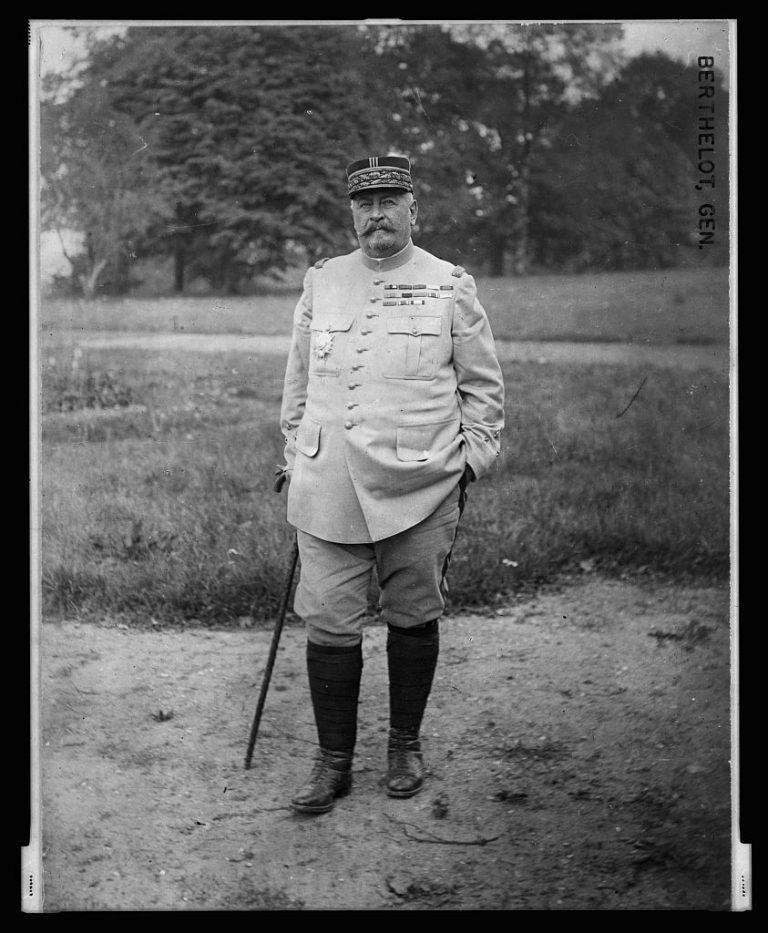 """Generalul francez Berthelot, căruia soldaţii români nu îi puteau rosti numele, a ajuns """"Taica Burtălău"""""""