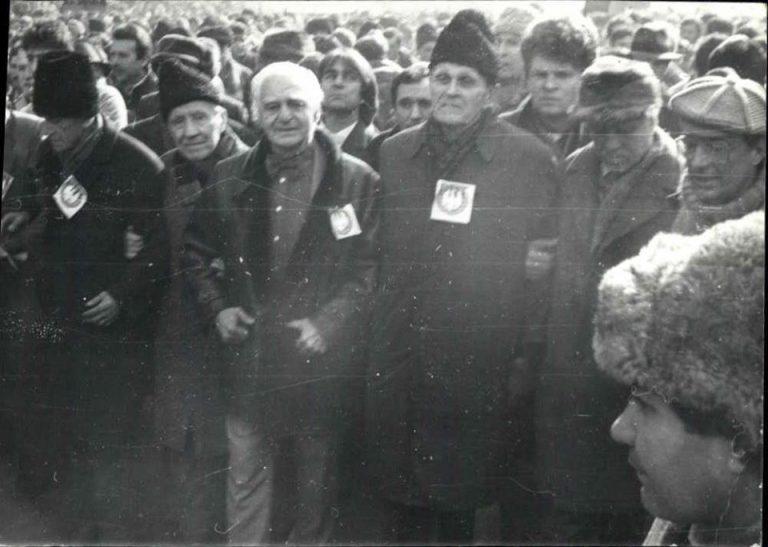 28 ianuarie 1990 – Prima mare confruntare dintre Puterea condusă de Iliescu și Opoziția din jurul lui Coposu. Ce nota CIA. Foto în articol