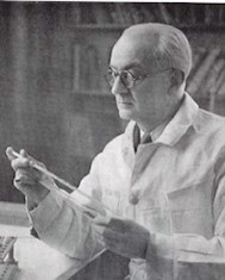 Marele medic român care a pus virușii la punct
