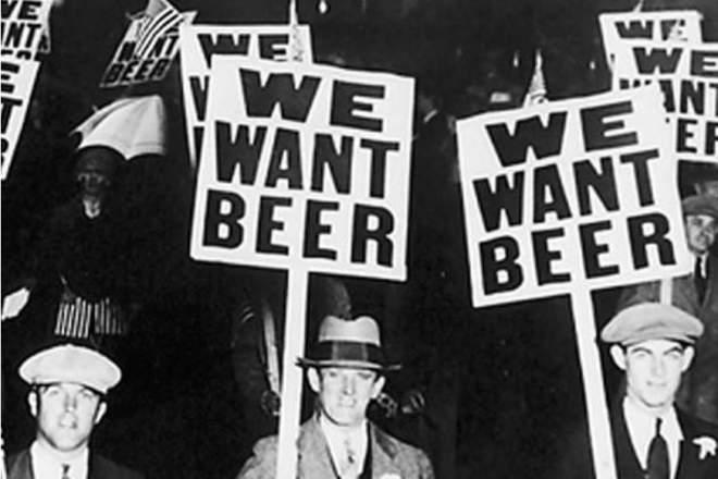 FDR dă cep la butoaiele cu bere și vin după după 13 ani de prohibiție în SUA