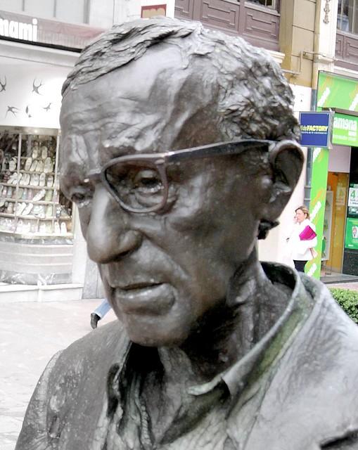 Ce ascund Memoriile lui Woody Allen care au isterizat America