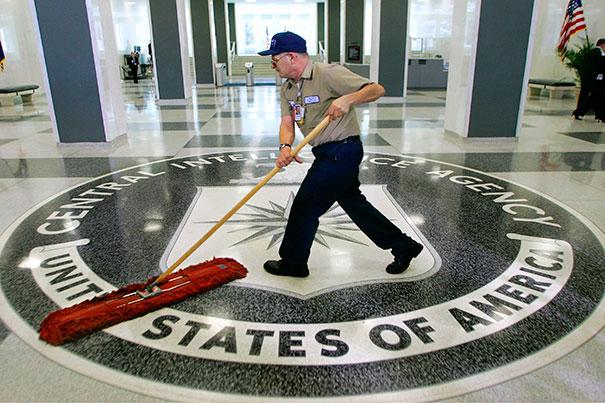 Când CIA își recrutează spionii online