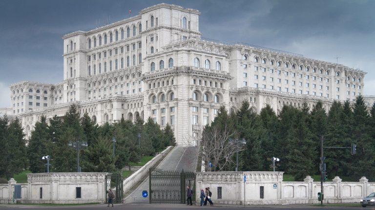 În afară de faptul că era prădată, Casa Poporului mai avea o mare problemă la doi ani după Revoluţie