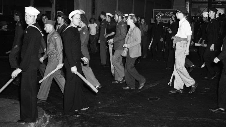 Războiul costumelor zoot de pe străzile din Los Angeles. Nimic nou sub soare