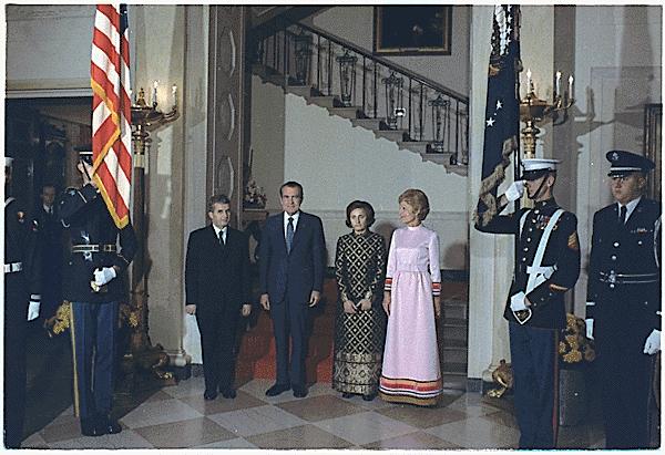 Elena Ceauşescu se vedea succesoarea lui Ceauşescu. Replica reţinută de un şef al serviciilor secrete