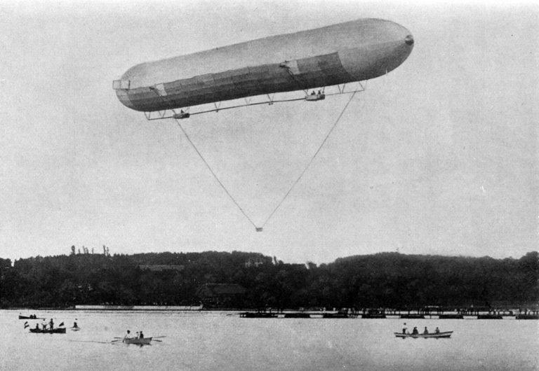 Primul zbor a avut loc la 2 iulie 1900, cu o durată de 18 minute