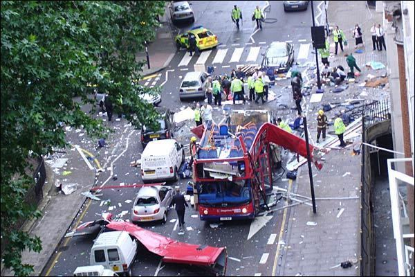 Patru explozii în 56 de minute, 52 de morți și 700 de răniți
