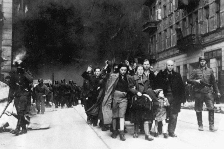 Medicii evrei înving epidemia în Ghetoul din Varșovia