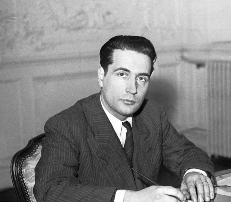 Primul președinte socialist al Franței e răpus de cancer într-o zi de 8 ianuarie