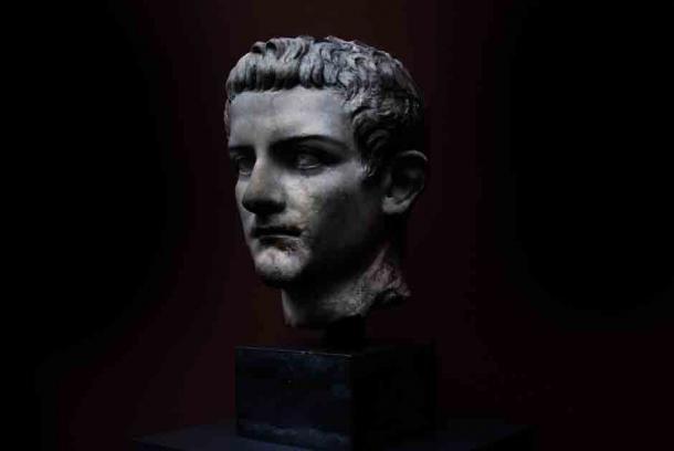 De unde i s-ar fi tras nebunia lui Caligula. Incredibila depravare a împăratului Tiberius