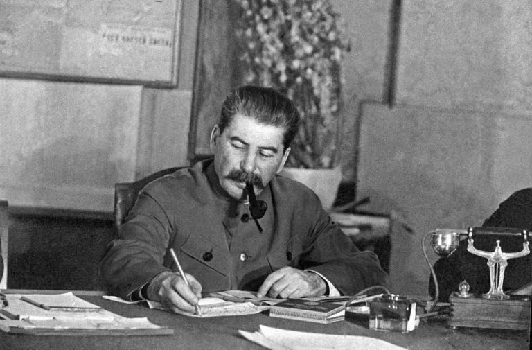 Raportul prin care Hrușciov îl îngroapă definitiv pe Stalin