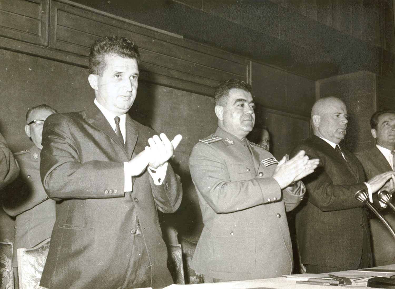 Când a devenit Ceauşescu atoateştiutor?