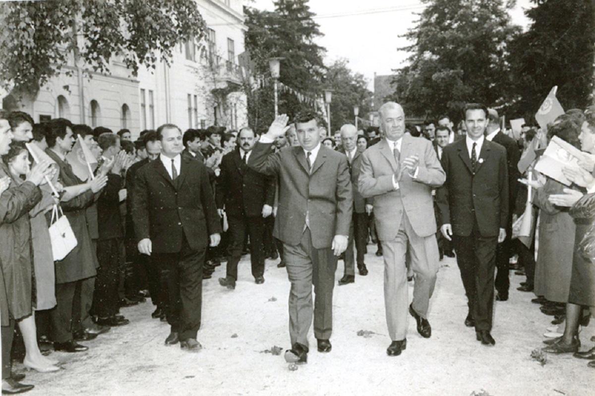 """Ceauşescu dorea """"desfiinţarea pactului agresiv NATO""""."""